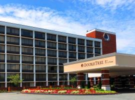 DoubleTree by Hilton Charlottesville, hotel in Charlottesville
