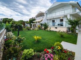 Villa Mario, pet-friendly hotel in Rogoznica