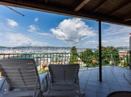 Apartments by the sea Biograd na Moru, Biograd - 12829, budget hotel in Biograd na Moru