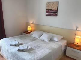 Spacious bedroom for two with pool view, family hotel in Korčula