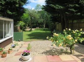 Garden Flat, Ealing, hotel near Greenford, Ealing