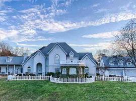 Bella Villa Tennessee Bed and Breakfast, vacation rental in Sevierville