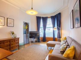 Stylish + Modern tenement flat close to City Centre, hotel in Glasgow