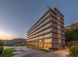 Oxford Golf Resort, five-star hotel in Pune