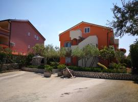 LAVANDA APARTMENTS, guest house in Skunca