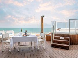 Trampolines Suite Hotel, hotel near Viale Ceccarini, Riccione