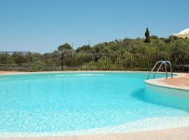 Hotel Li Graniti, отель в городе Байя-Сардиния