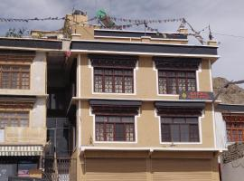 Gakhil guest house, guest house in Leh