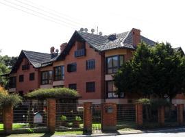 DUPLEX COBERTURA BAVARIA, hotel with pools in Gramado