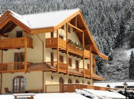Holidays Dolomiti Apartment Resort, serviced apartment in Carisolo