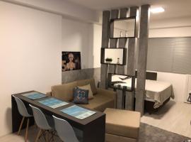 Apartamento decorado no batel, hotel with pools in Curitiba