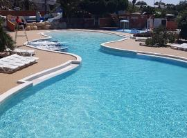 Mobil home 4/6 personnes, hotel with jacuzzis in Canet-en-Roussillon