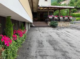 """Ristorante - Locanda """"Da Gek"""", hotel near Valle delle Lanze-Costa d'Agra, Castana"""