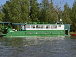 Hotel Plutitor Kingfisher, boat in Uzlina