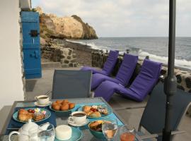 Serenity Blue (Cave house), hotel in zona Spiaggia Bianca, Akrotiri