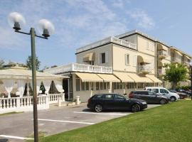 Hotel Coluccini, отель в городе Марина-ди-Пьетрасанта