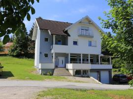 Apartments for families with children Slunj, Plitvice - 17416, hotel v destinaci Slunj