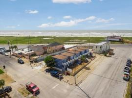 Coastal Cottage 1, Across Street from Beach, apartment in Galveston
