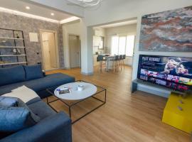 Heraklion chic and minimalistic apartment with sea view, hotel near Heraklion Port, Heraklio Town