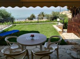 Menigos 43 with garden, pet-friendly hotel in Glyfada