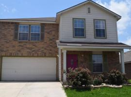 Your Ideal Getaway Home! Close to UTSA & Six Flags, vacation home in San Antonio
