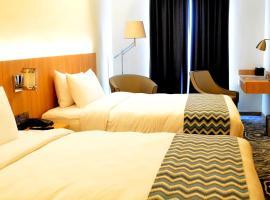 Louis Kienne Hotel Simpang Lima, hotel with pools in Semarang