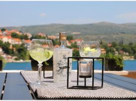 Apartman Leda, luxury hotel in Rogoznica