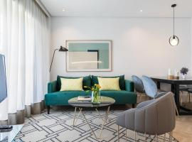 Feelathome Waldorf Suites Apartments, apartment in Madrid