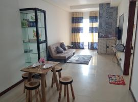 5 Beds 2 Bedroom Floor 20, Sea View, Fast Internet, hotel in Jakarta