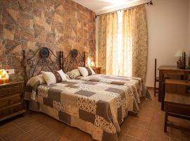 Casa Rural Cinco Balcones, hotel cerca de La Gruta de las Maravillas, Aracena