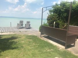 Sunny Private Beach, villa in Balatonlelle