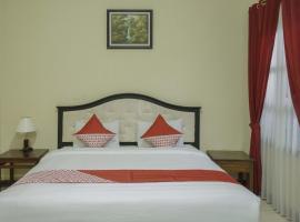 OYO 804 Ndalem Maharani Guest House, hotel near Sultan's Palace, Yogyakarta