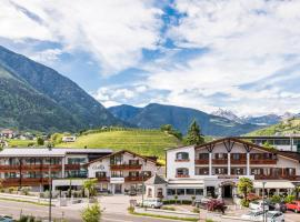 Hotel Clara, hotell i Brixen