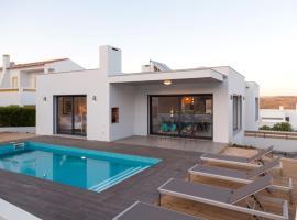 Cairnvillas Le Maquis - Spacious Luxury Villa with private pool near beach, hotel en Aljezur