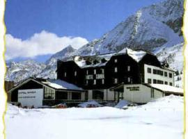 Savoia Hotel, hotel in Passo del Tonale