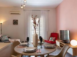 Tres Jolie - Stylish Cityheart Apartment, pet-friendly hotel in Rethymno Town