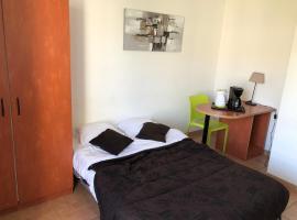 KOSY Appart'Hôtels - La Salamandre, apartment in Avignon