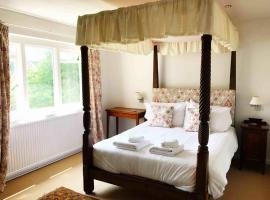 Owlpen Manor Cottages, hotel near Kingscote Barn, Uley