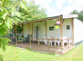 Mobile Home at La Petite Lande, camping à Pierrefiche