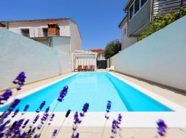Luxury Villa Claudia with Pool, hotel 5 estrellas en Zadar