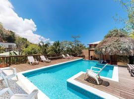 Condos @ Constellation Bay, hotel in Roatán