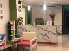 Chuanchom Place, hotel in Suratthani
