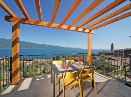 Residence Dany appartamenti con cucina vista lago piscina e parcheggio, apartment in Gargnano