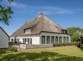 Quaint Farmhouse in De Cocksdorp near Beach, hotel in De Cocksdorp