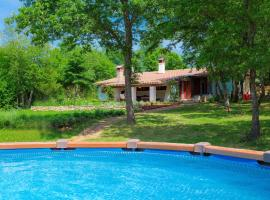 Holiday Home Country house D&D, hotel near Pula Airport - PUY,