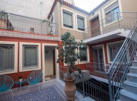ATHENIAN YARD SUITES, apartment in Athens