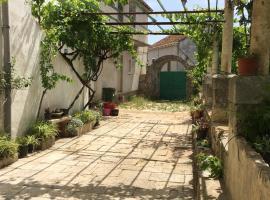 Naša beautiful hause for vecation, family hotel in Lumbarda