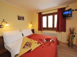 Hotel Le Petit Abri, hotel in Champoluc