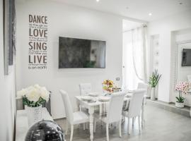 NEW MOON LUXURY APARTMENT, apartment in Lido di Ostia