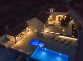 Villa Zora, hotel with jacuzzis in Supetar